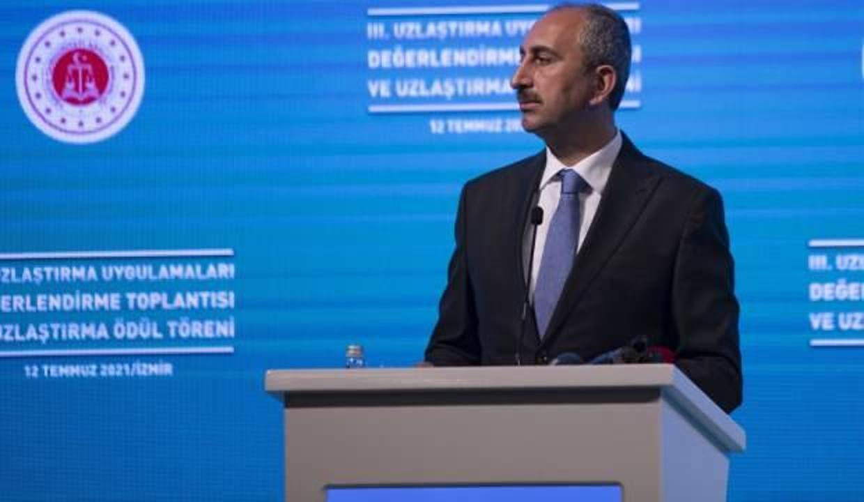 Adalet Bakanı Abdulhamit Gül, İzmir'de Uzlaştırma Ödül Törenine katıldı