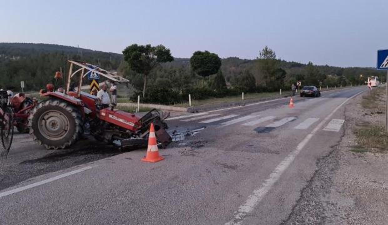 Kavşağa dönüş yapan traktöre çarptı: 2 yaralı