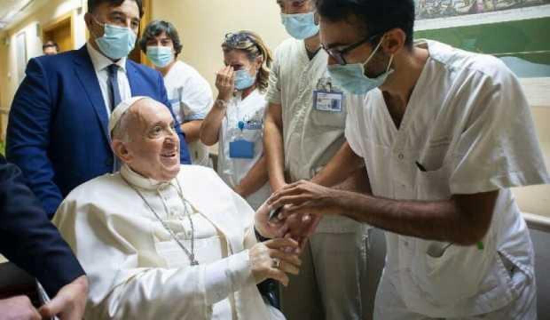 Papa taburcu edildi