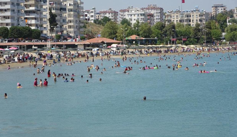 Adana'nın mavi bayraklı plajı doldu taştı