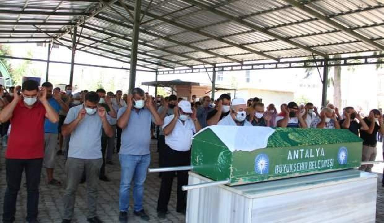 Antalya'da derede ölü bulunan Ecrin gözyaşları içinde toprağa verildi!