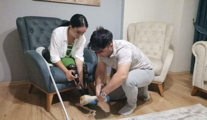 Trafik kazası sonucu bacaklarını kaybetti, en büyük destekçisiyle evlendi