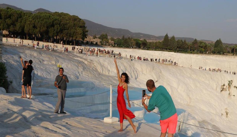 Pamukkale'de bayram tatili yoğunluğu