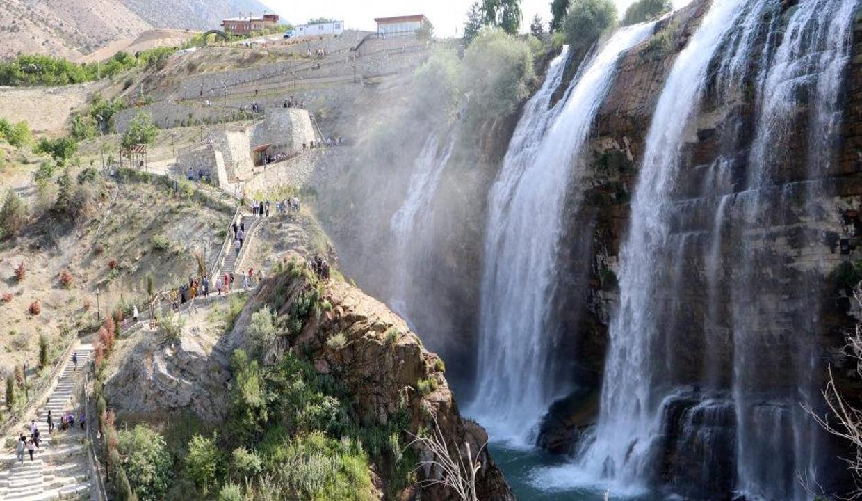 Türkiye'nin en büyük şelalesi bayram tatilinde dolup taştı