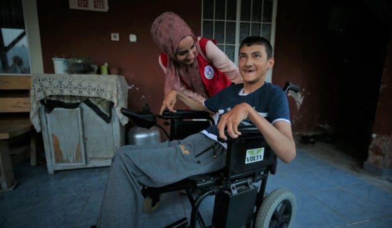 Engelli Erdem bayramda tekerlekli sandalye hayaline kavuştu