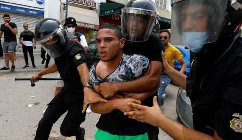 Tunus'ta hükümete istifa çağrısı