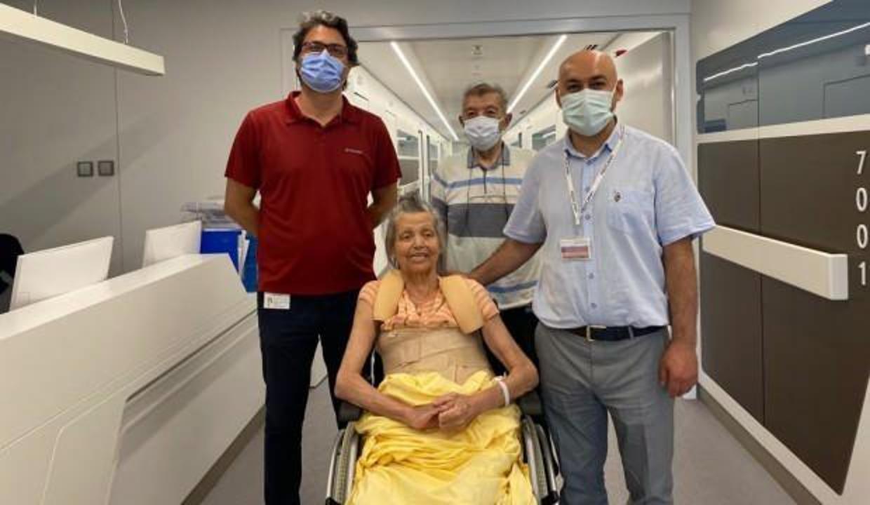 İzmir'de 70 yaşındaki kadın pandemide hastaneye gitmeye çekindi, felç oldu