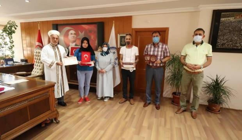 Gürcü Nino Miladze, Müslüman olup Elif ismini aldı