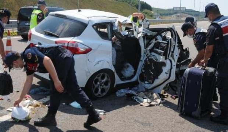 Otomobil kamyona çarptı: 1'i ağır, 5 yaralı