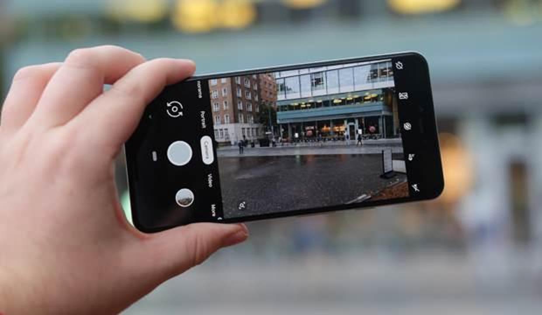 Telefondan izleniyor muyuz? Cep telefonu kamerasından izlendiğimizi nasıl anlarız?