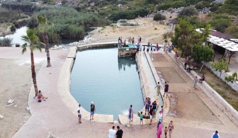 Ününü duyan bu havuza koştu! 1 dakikadan fazla kalan yok