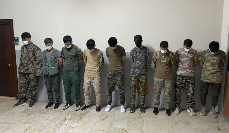 Askeri kamuflajla yakalandılar! Hepsi sınır dışı edilecek