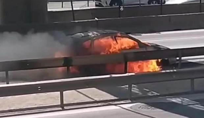 Ataşehir D-100'de araç yangını