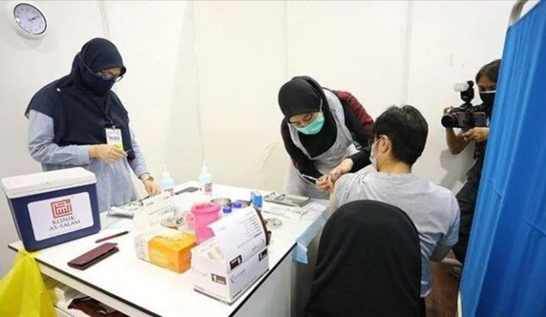 Malezya'da aşı yaptıranlar için bazı Covid-19 yasakları hafifletildi