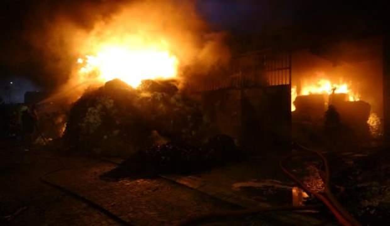Tekstil fabrikasını küle çeviren yangın kontrol altına alındı