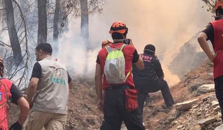 Fetih Derneği yangınlarla mücadele eden yardım ekiplerine ihtiyaç malzemeleri dağıttı