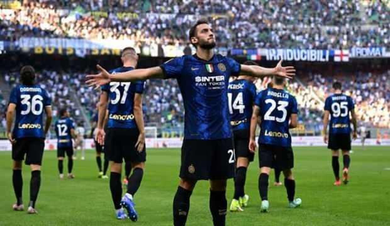 Hakan Çalhanoğlu İtalya'yı salladı!