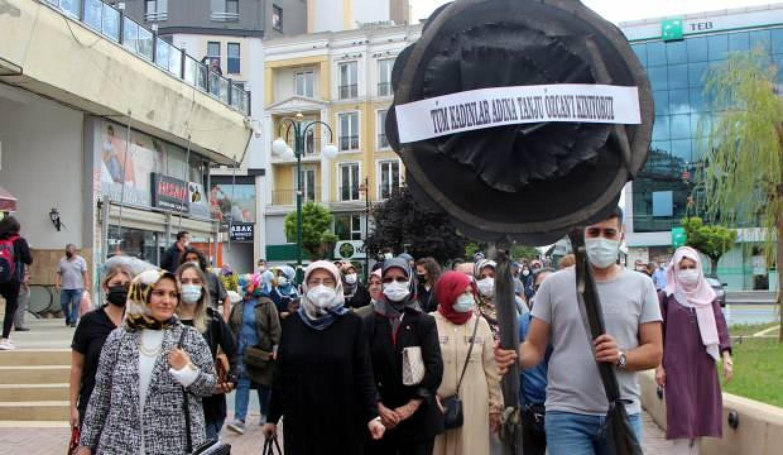 AK Parti kadın kollarından CHP'li başkana siyah çelenkli tepki