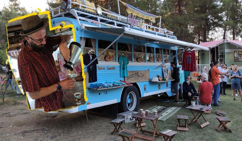 Kahve, tatil ve para hepsini bir karavana sığdırdı