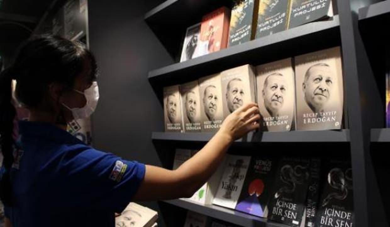 Cumhurbaşkanı Erdoğan'ın kitabı raflarda yerini aldı