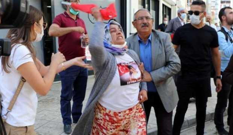 Van'da HDP önünde eylemdeki anne: Kızım savcı olacaktı, hayallerini çaldılar