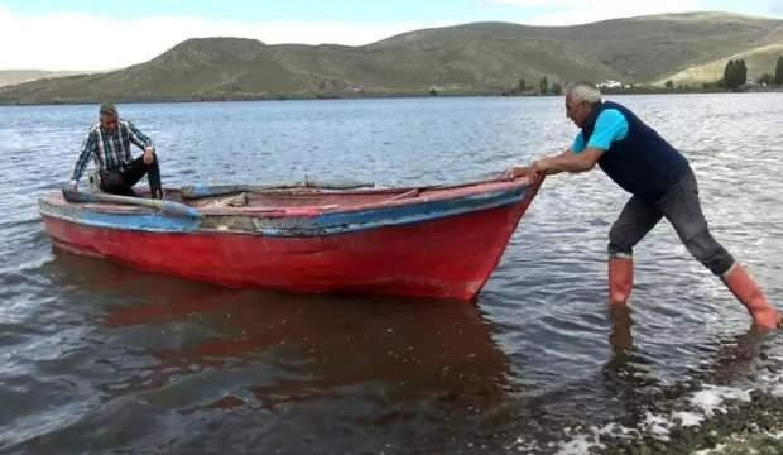 Çıldır Gölü'nde balıkçılar 'Vira bismillah' dedi
