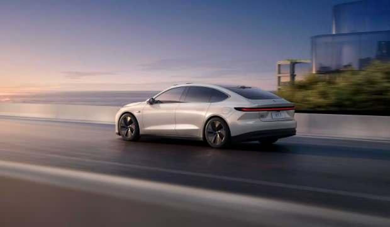 Çinli Tesla rakibi Nio ET7 Avrupa'da satışa çıkıyor