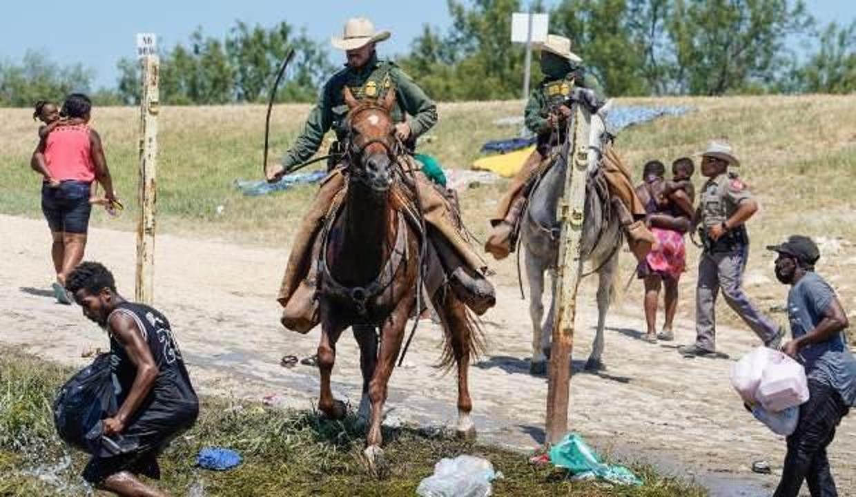 Biden, Meksika sınırındaki atlı ekiplere tepki gösterdi