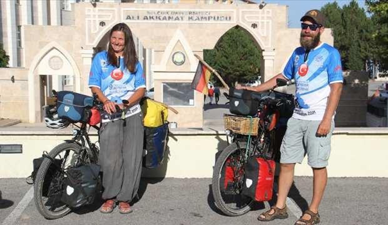 Bisikletle Asya turuna çıkan Alman sağlıkçı çift, Konya'da mola verdi