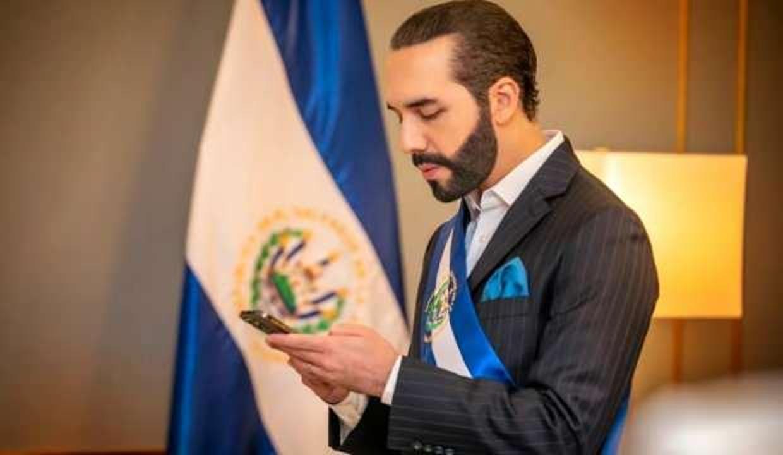 """El Salvador Devlet Başkanı Bukele, Twitter'da kendini """"diktatör"""" olarak tanımladı"""