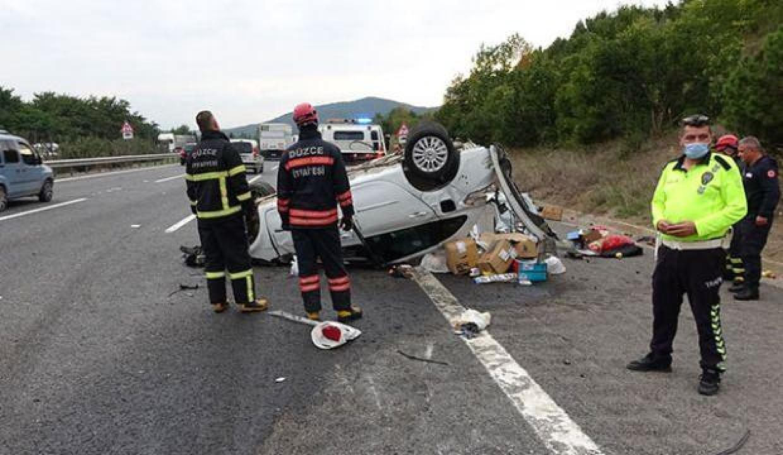 Düzce'de takla atan otomobildeki çift yaralandı