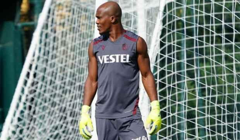 Trabzonspor'da Nwakaeme eldivenleri giydi