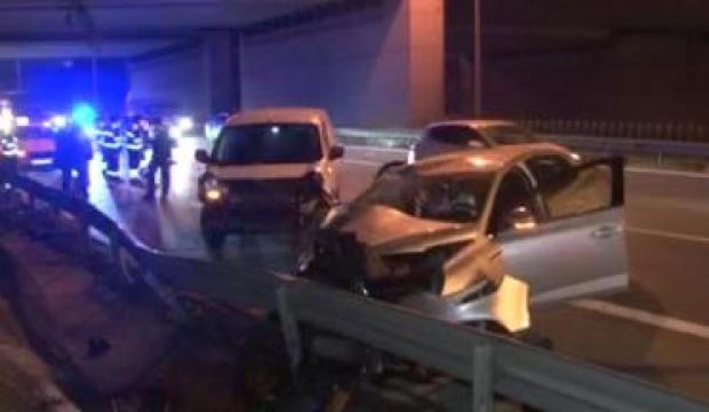 Esenler'de 3 aracın karıştığı zincirleme kaza: 2 yaralı