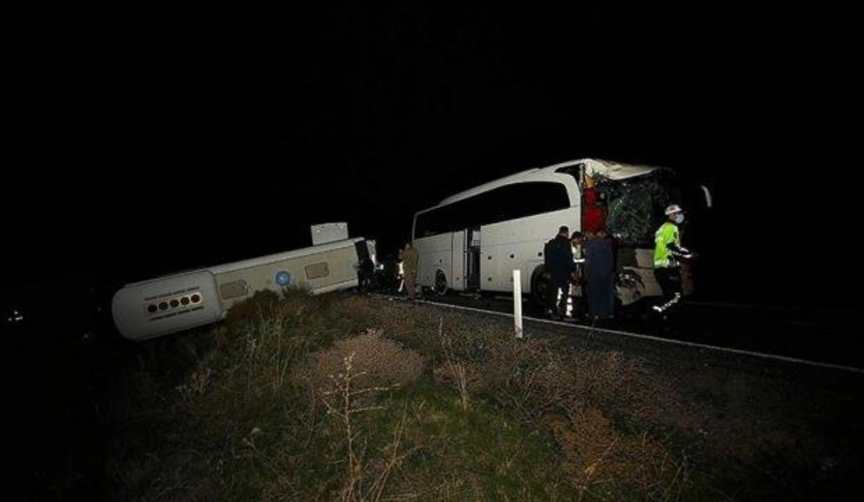 Nevşehir'de öğrencileri taşıyan otobüslerin karıştığı kazada 44 kişi yaralandı