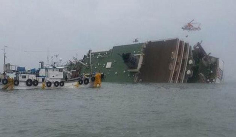470 yolcu taşıyan gemi battı