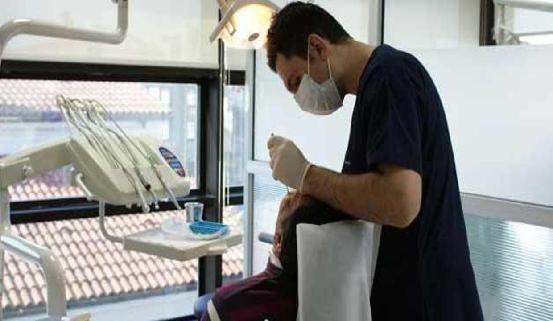 Avrupalı'nın dişleri Türk doktorlara emanet