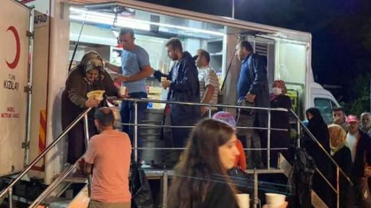 Kızılay Batı Karadeniz'de sıcak yemek vermeye başladı - GÜNCEL Haberleri